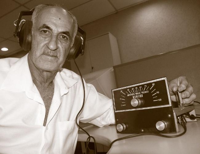Antonio Salvador foi aluno do curso de transistores e semicondutores na década de 1970. Recebeu os materiais de um amigo, que provavelmente abandonou o curso