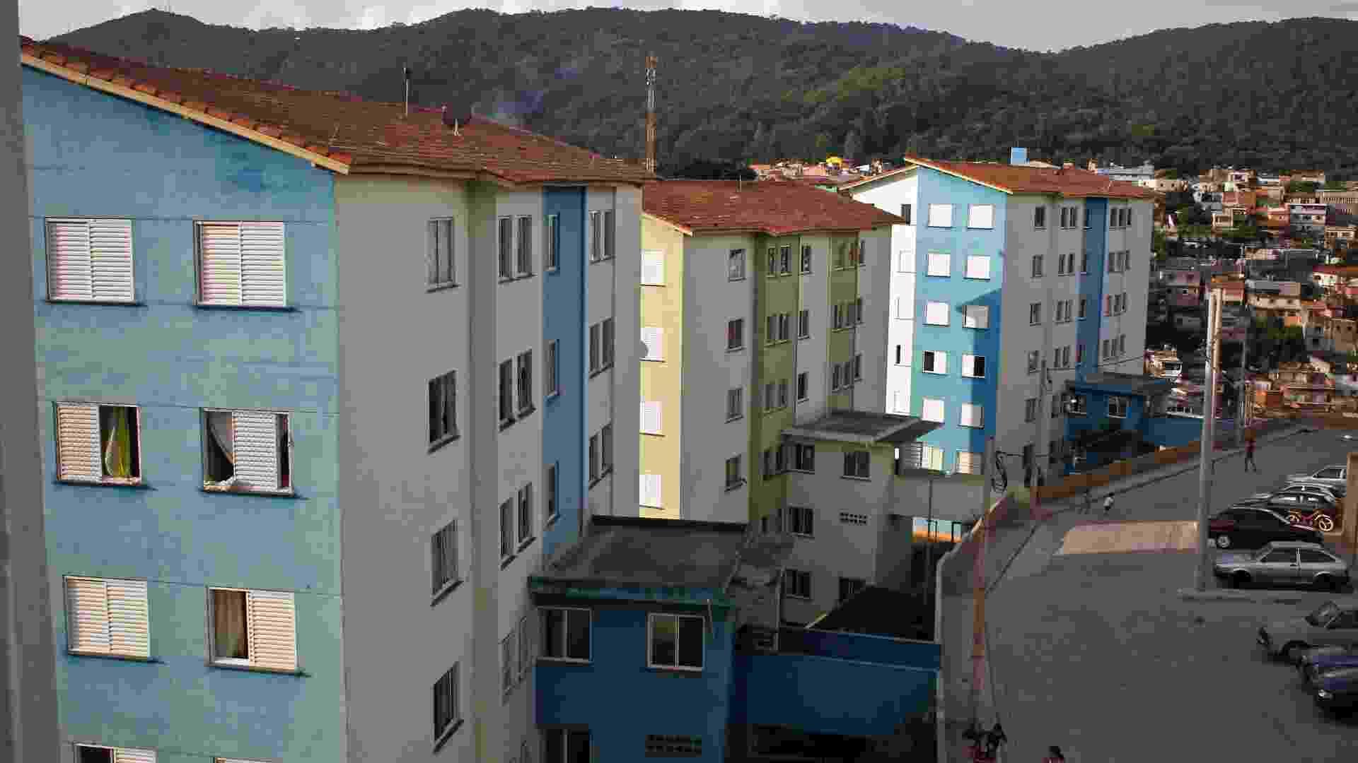 Entregues a pouco mais de um ano pela CDHU, os prédios do conjunto Brasilândia B34 acumulam vários problemas - Leandro Moraes/UOL