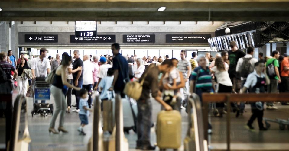 Movimentação de passageiros no aeroporto de Cumbica, em São Paulo