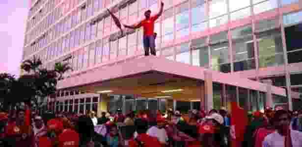 MST (Movimento dos Trabalhadores Rurais Sem Terra) ocupa o Palácio da Abolição, sede do governo cearense, para cobrar soluções aos efeitos da estiagem - Divulgação/MST