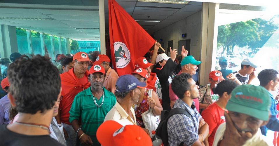 MST (Movimento dos Trabalhadores Rurais Sem Terra) ocupa o prédio do Ministério de Desenvolvimento Agrário em Brasília