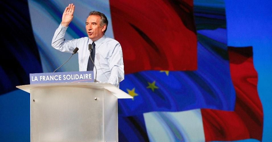 Presidente do partido MoDem e candidato às eleições presidenciais na França, o centrista François Bayrou participa de ato de campanha em Chassieu, próximo a Lyon