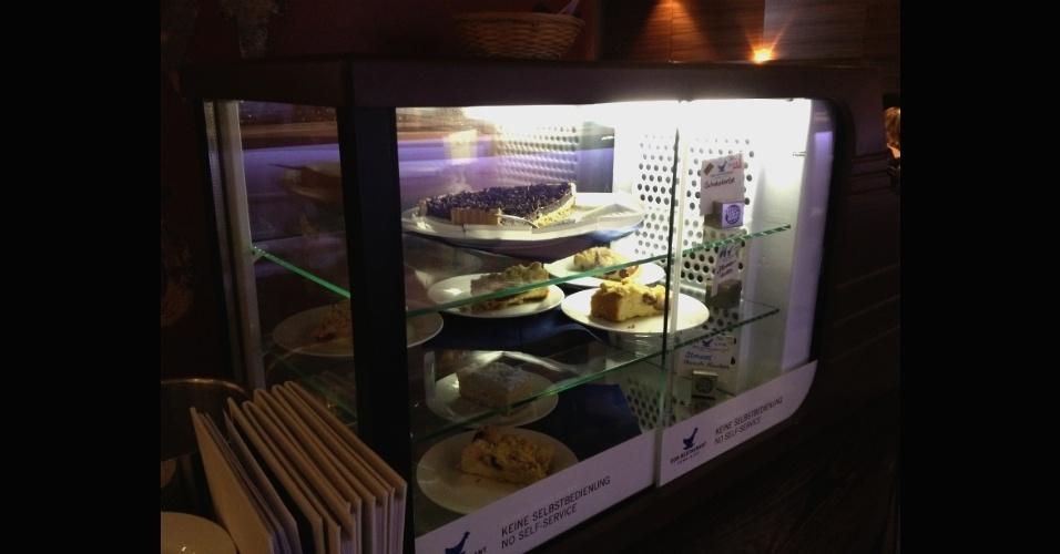 Sobremesas no restaurante da RDA. Comida servida ali é tradicional da Alemanha Oriental e conta com os ingredientes básicos utilizados na época