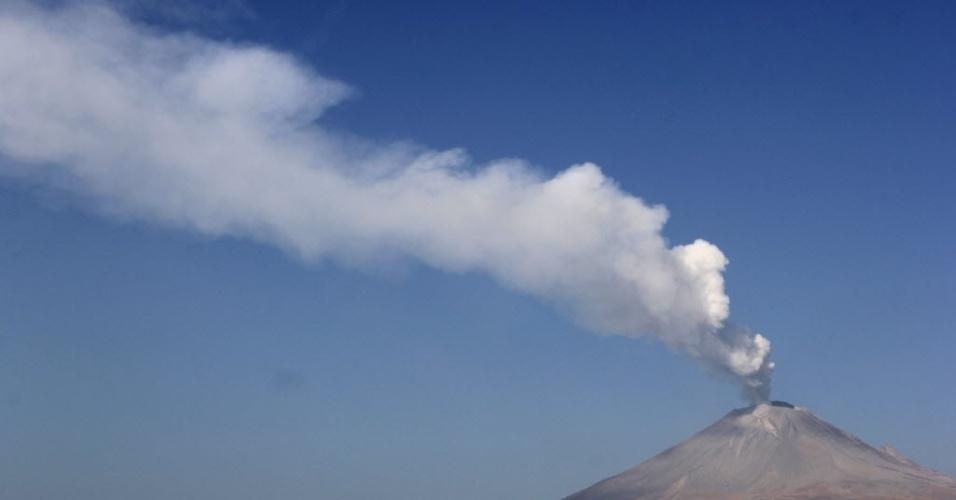 Autoridades mexicanas divulgaram alerta pela crescente atividade  do vulcão Popocatépetl, no centro do país. Há riscos de ocorrência de explosões e chuva de cinzas em áreas povoadas no arredores do vulcão