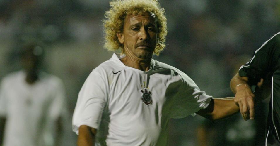 Biro Biro participa de jogo dos masteres de Corinthians e Figueirense (20/04/05)