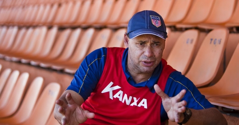 Ex-jogador Evair atualmente comanda como técnico o Crac, clube do Estado de Goiás