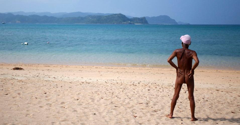 Masafumi Nagasaki, de 76 anos, vive peladão há 20 anos em ilha no Japão