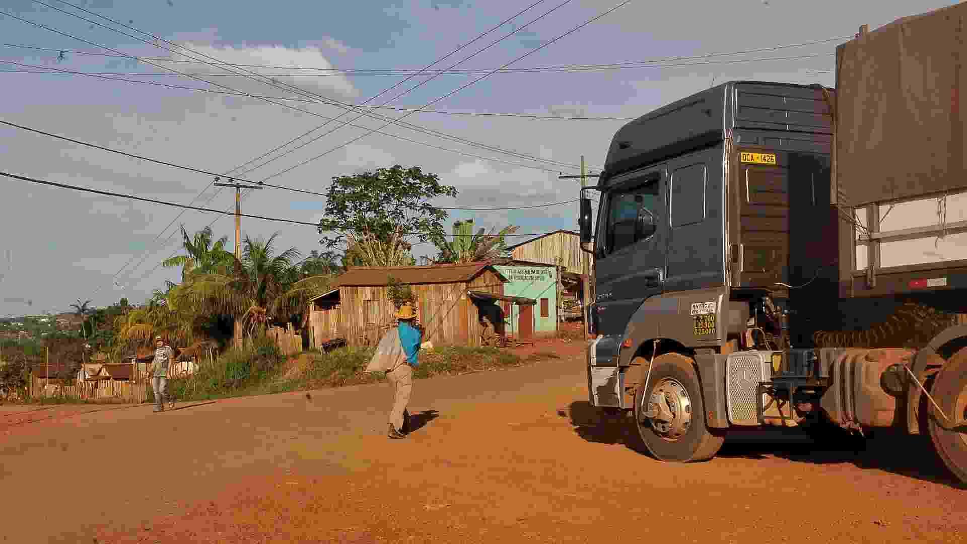 O Comitê Gestor do Plano de Desenvolvimento Regional Sustentável do Xingu pretende mudar o traçado da Rodovia Transamazônica (BR-230), no trecho que corta a cidade de Altamira, para evitar o aumento de acidentes - Valter Campanato/ABr