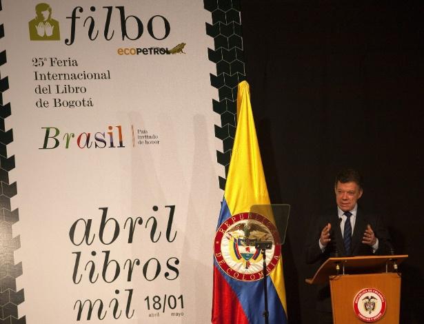 O presidente colombiano Juan Manuel Santos fala na abertura da Feira do Livro de Bogotá (16/4/12) - EFE