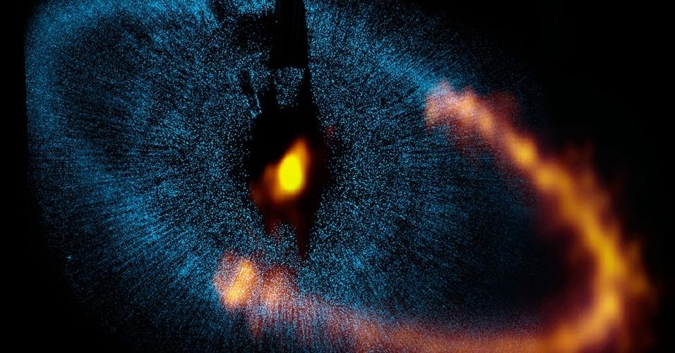 Os dados obtidos pelo radiotelescópio Alma, instalado no norte do Chile, corrigiram o tamanho do sistema planetário que orbita a estrela Fomalhaut, próxima da Terra