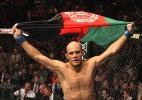 Afegão promete mais nocautes 'estilo Mike Tyson' após bater Caveira em 42s no UFC