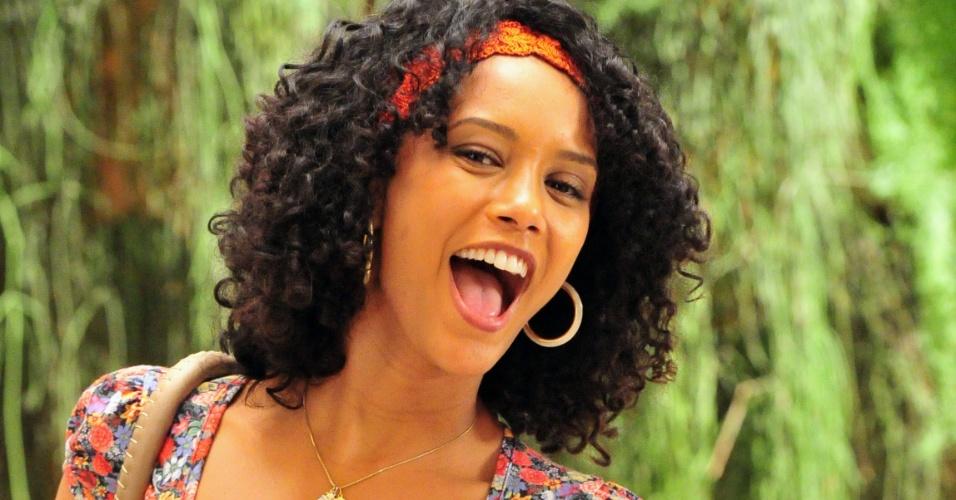 """Visual da atriz Taís Araújo como Maria da Penha em """"Cheias de Charme"""""""
