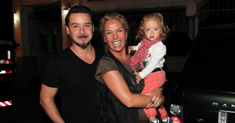 Adriane Galisteu celebra os 39 anos em restaurante em São Paulo (18/4/2012)