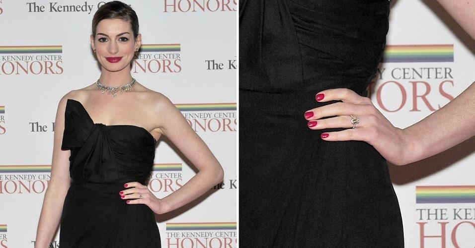 Em novembro de 2011, Anne Hathaway confirmou o noivado com Adam Shulman. Para selar a união, a atriz ganhou um belo anel feito pela joalheria norte-americana Kwiat
