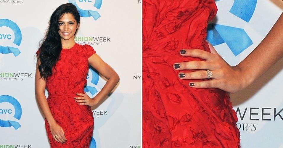 A modelo brasileira Camila Alves também ficou noiva do ator Matthew McConaughey. O pedido de casamento foi feito no Natal de 2011