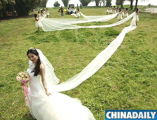Noiva se preocupou em dar um trato no rabo, digo, na cauda para o casamento