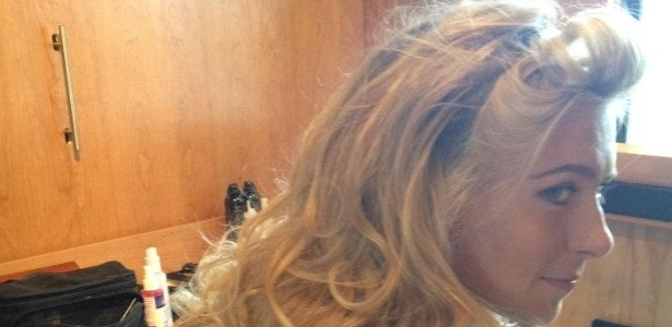 Depois da revolta dos fãs, Maria Sharapova revelou que o visual de cabelo curto era peruca e voltou a exibir os longos fios