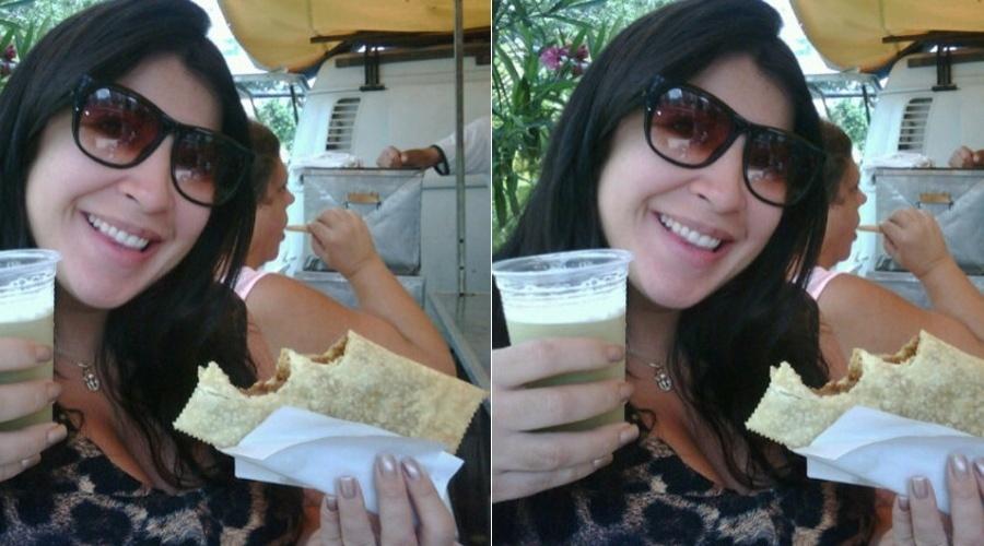 Grávida, a ex-BBB Priscila Pires come pastel em feira no Rio (18/4/2012)