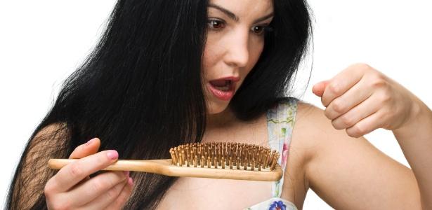 Durante o outono, é natural que os cabelos passem por um processo de queda maior do que no restante do ano - Thinkstock
