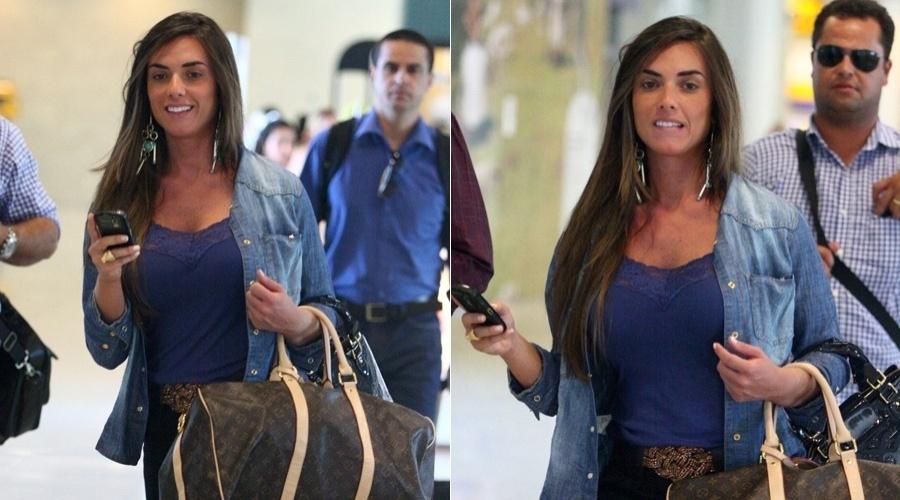 Nicole Bahls circula pelo aeroporto Santos Dumont, centro do Rio (18/4/2012)