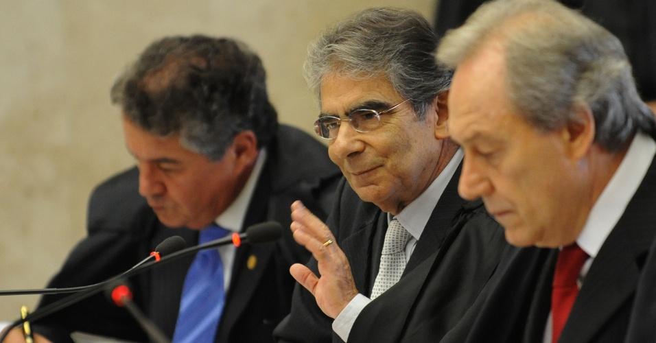 Os ministros do Supremo Tribunal Federal (STF) adiaram  julgamento da ação direta de inconstitucionalidade (Adin) contra o Decreto 4.887/2003, que regulamenta a titulação dos territórios quilombolas
