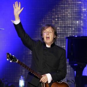 Paul McCartney se apresenta para 30 mil pessoas em Assunção, no Paraguai (18/4/2012)  - REUTERS/Jorge Adorno