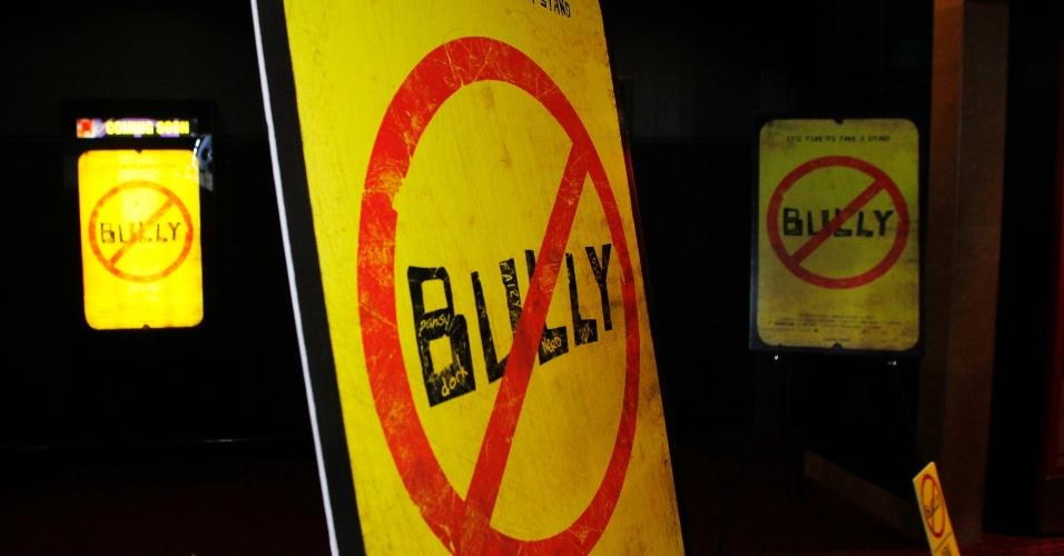 Poster do documentário americano Bully, sobre bullying nas escolas