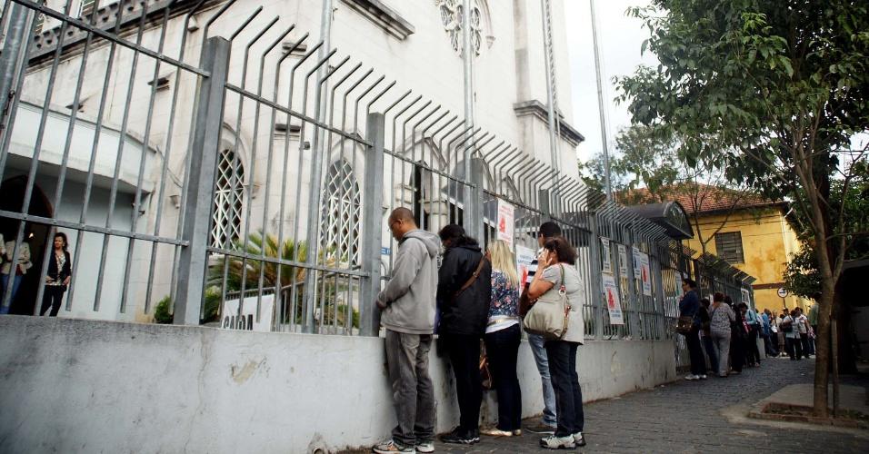 Fiéis lotam igreja de Santo Expedito no bairro do Bom Retiro, na cidade de São Paulo, em comemoração ao dia do santo das causas impossíveis