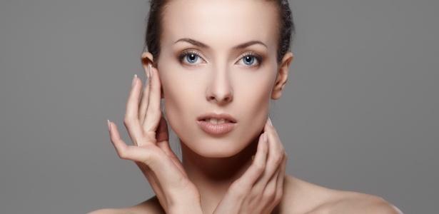 """Aplicação dos cosméticos tensores deve ser feita com a pele limpa, livre de oleosidade e protetor solar; o """"efeito Cinderela"""" dura por até quatro horas - Thinkstock"""