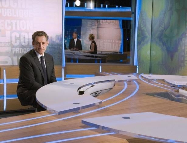 Presidente da França e candidato à reeleição, Nicolas Sarkozy, concede entrevista à emissora TF1, em Paris