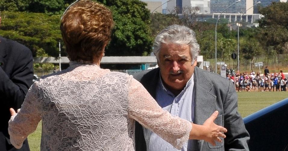 Presidente Dilma Rousseff recebe o presidente do Uruguai, José Pepe Mujica, no Palácio do Alvorada, para uma reunião sobre investimentos bilaterais nas áreas de energia, infraestrutura e tecnologia