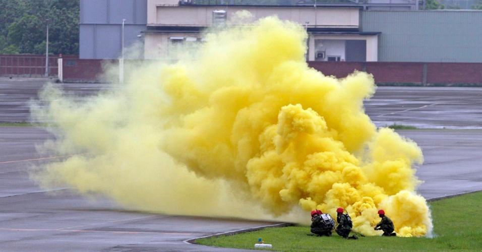 Soldados participam de exercício militar anual na Base Aérea de Hsinchu, em Taiwan