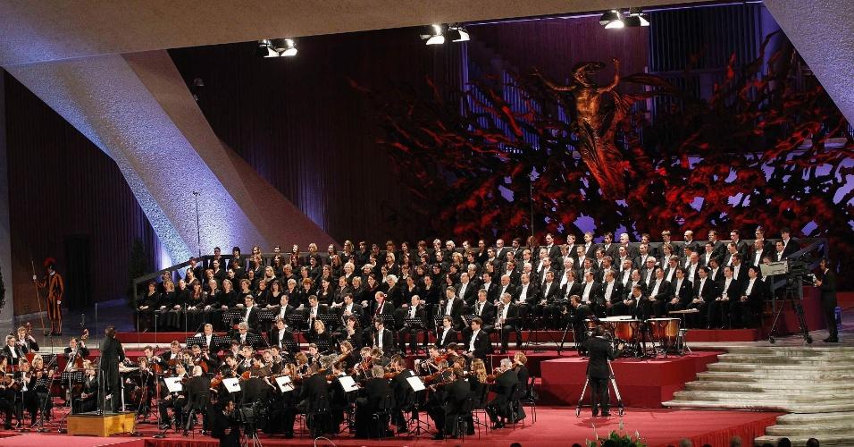 A Orquestra Gewandhaus, da cidade alemã de Leipzig, apresenta-se na Sala Paulo 6º, na Cidade do Vaticano, em homenagem ao 85º aniversário do papa Bento 16