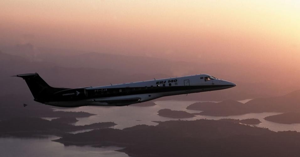 Avião comercial ERJ 140,  produzido pela Embraer