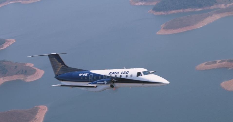 Avião de passageiros EMB 120, fabricado pela Embraer