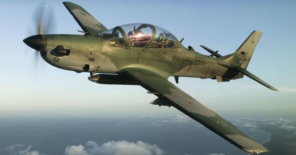Avião militar Super Tucano, produzido pela Embraer