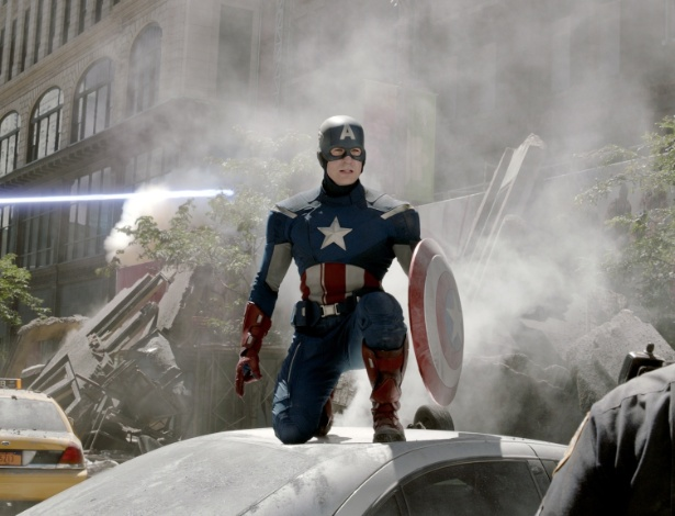 """Capitão América em cena de """"Os Vingadores"""""""