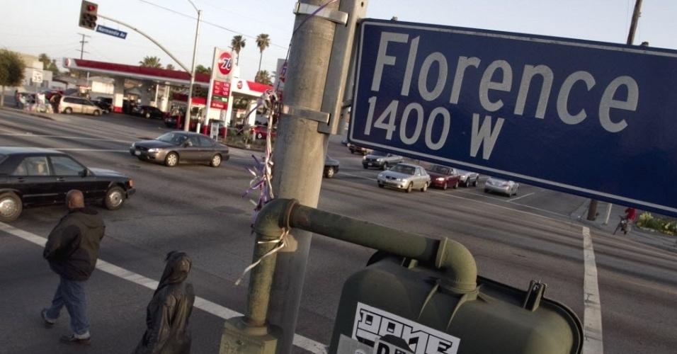 Cruzamento das ruas Florence e Normandie em Los Angeles (EUA), tornado famoso pelas revoltas de 1992, após quatro policiais serem absolvidos pela Justiça da acusação de espancarem gratuitamente o motorista Rodney King, um negro de 25 anos.