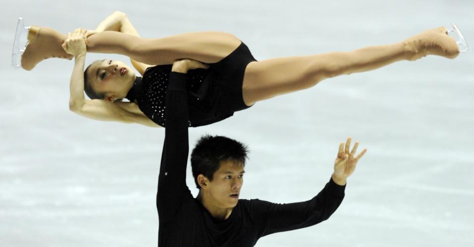 Dupla japonesa se apresenta em campeonato de patinação em Tóquio, no Japão