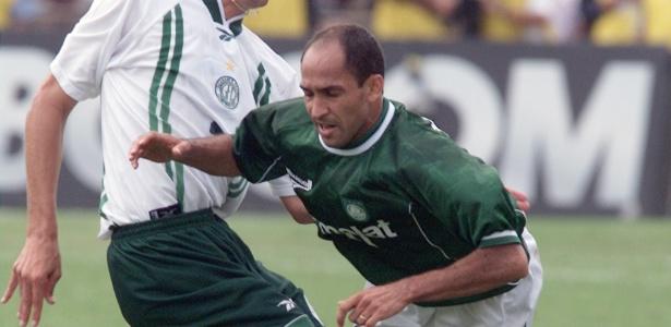 Ex-atacante Basílio nos tempos de Palmeiras; negociação é contestada por empresa