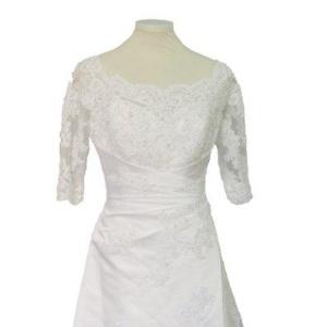 Exemplar de vestido à venda por R$ 800 no bazar - Divulgação/Unibes