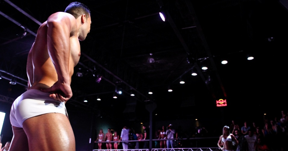 Músculos perfeitos saltam dos candidatos