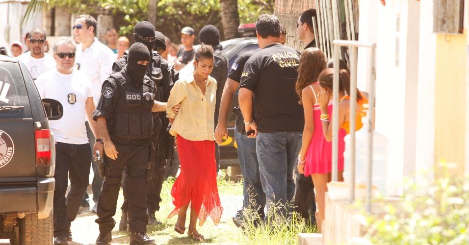 Bruna de Oliveira participa de reconstituição de suposto crime de canibalismo