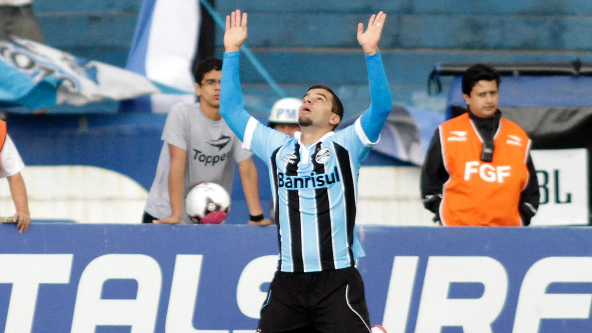 Centroavante André Lima comemora gol do Grêmio contra o Universidade pela semifinal do 2º turno do Gauchão (21/04/2012)