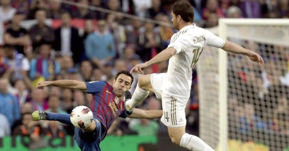 Dividida entre os volantes da seleção espanhola, Xavi do Barcelona e Xabi Alonso do Real Madrid