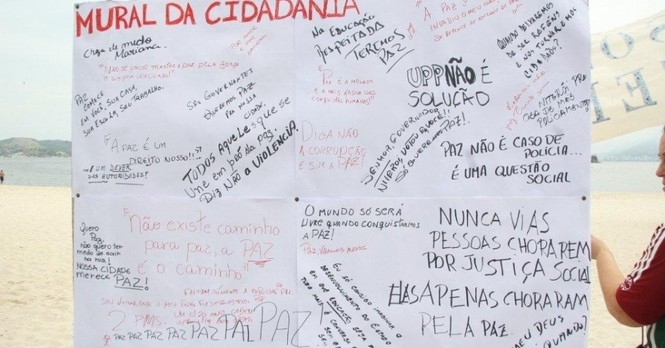 """Manifestação """"Niterói quer paz"""" reúne centenas de pessoas em Niterói (RJ)"""