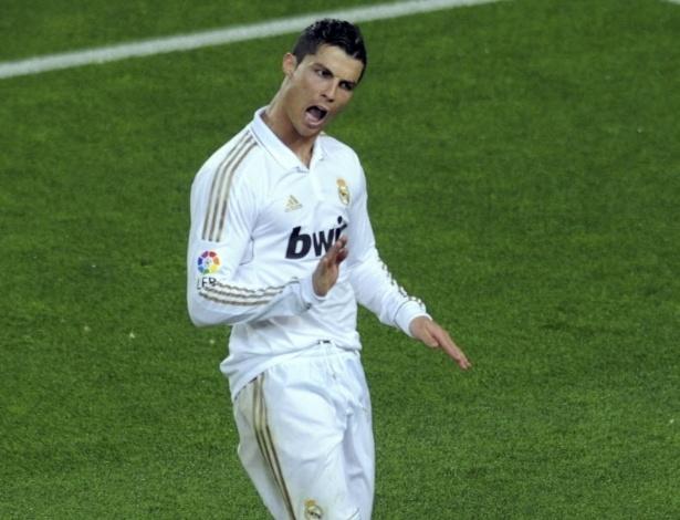 Cristiano Ronaldo provoca a torcida do Barcelona, após marcar o segundo gol do Real Madrid