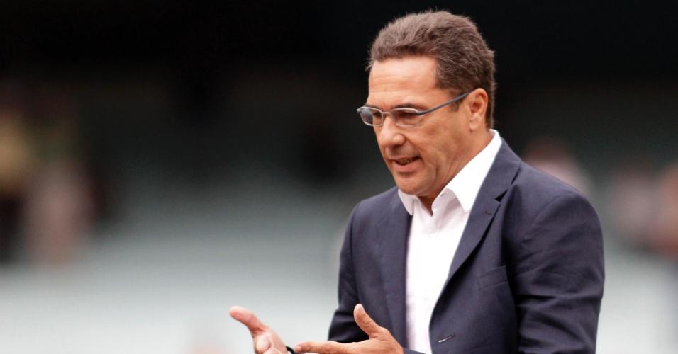Técnico do Grêmio Vanderlei Luxemburgo contra o Universidade pela semifinal do 2º turno do Gauchão (21/04/2012)