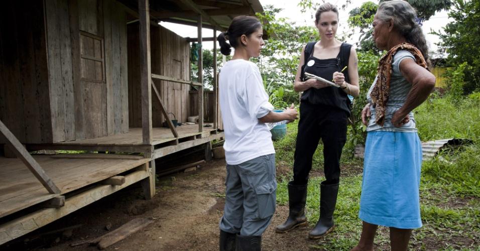 A atriz americana Angelina Jolie visitou refugiados colombianos no Equador como enviada especial do Alto Comissariado da Organização das Nações Unidas (ONU) para os Refugiados