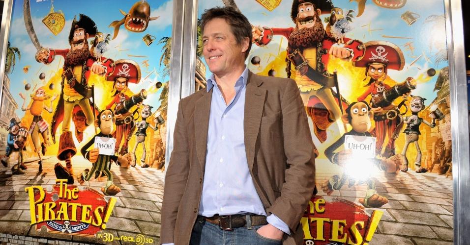 """Hugh Grant vai a estreia de seu novo filme, a animação em stop motion """"Piratas pirados!"""", em Nova York, EUA (22/4/12)"""